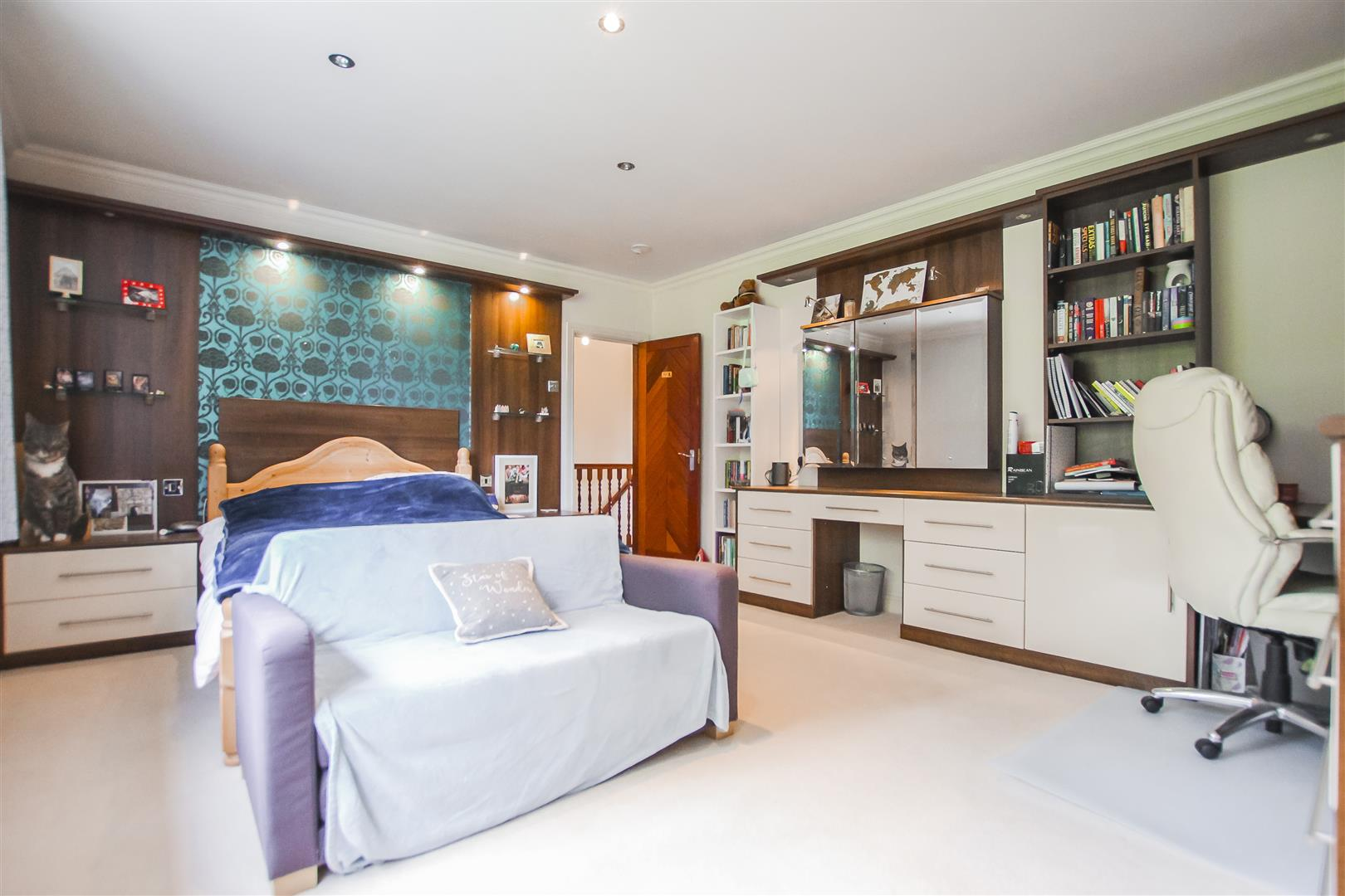 6 Bedroom Detached House For Sale - Bedroom Three